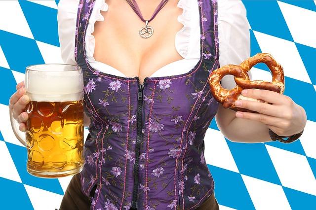 Žena s pivom.jpg