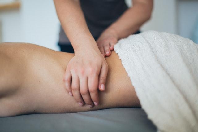 masáž chrbtice